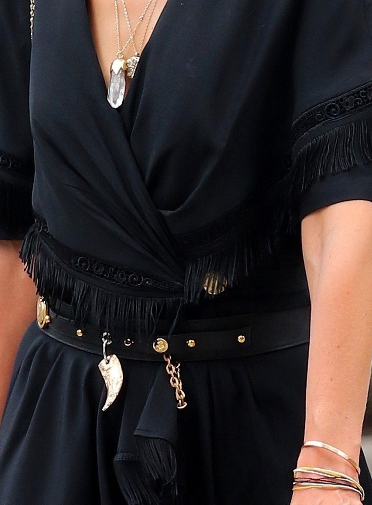 Katie Holmes w czarnej mini.