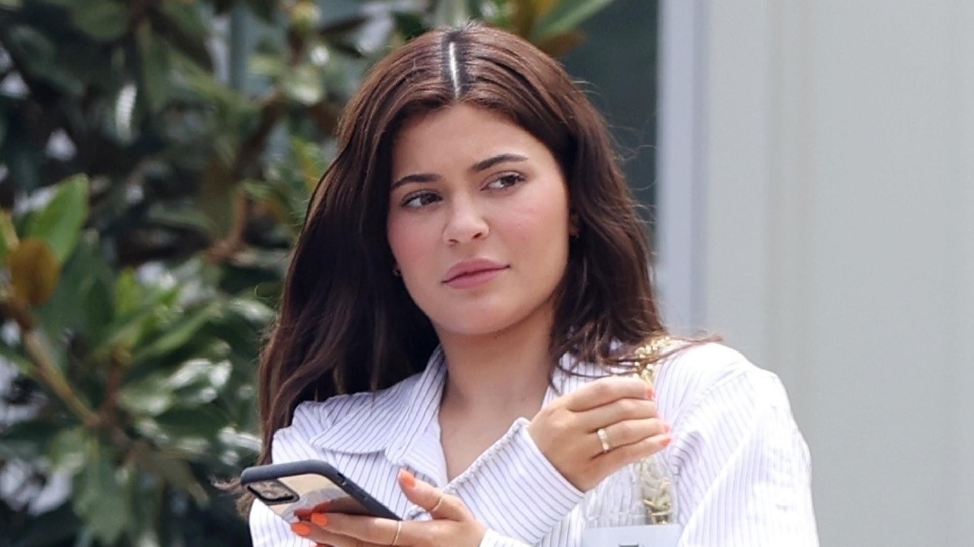 Kylie Jenner zmienia styl? Wygląda bardziej skromnie i naturalnie (ZDJĘCIA)