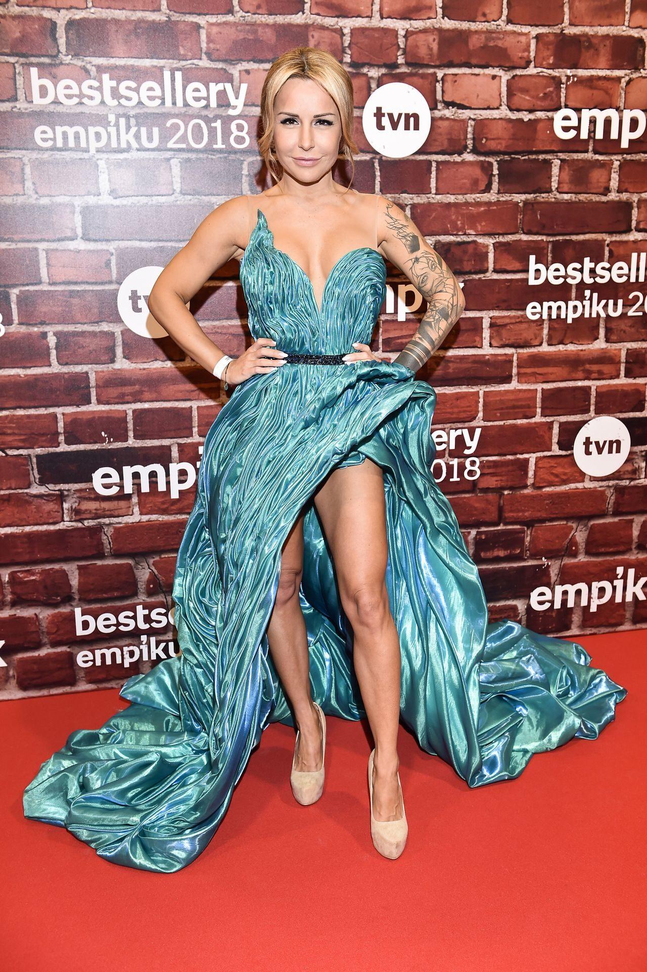 Blanka Lipińska w zjawiskowej sukni na czerwonym dywanie.