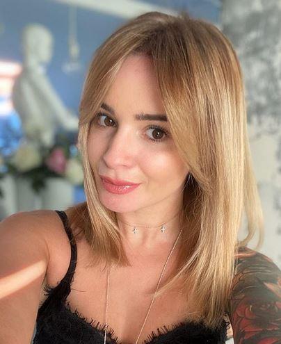 Ewelina Lisowska w blond włosach