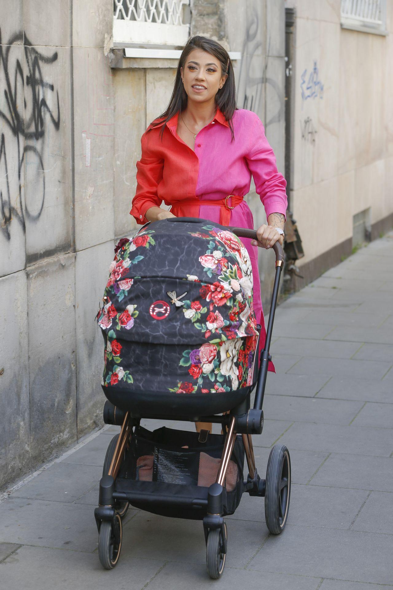 Maja Hyży z wózkiem