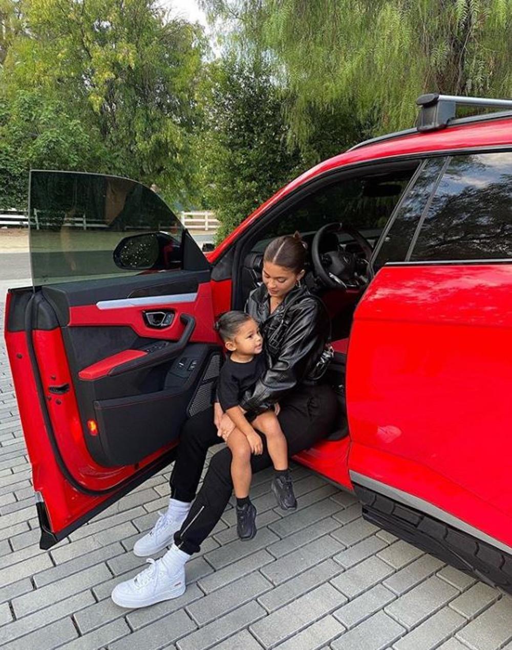 Kylie Jenner z córką Stormi.