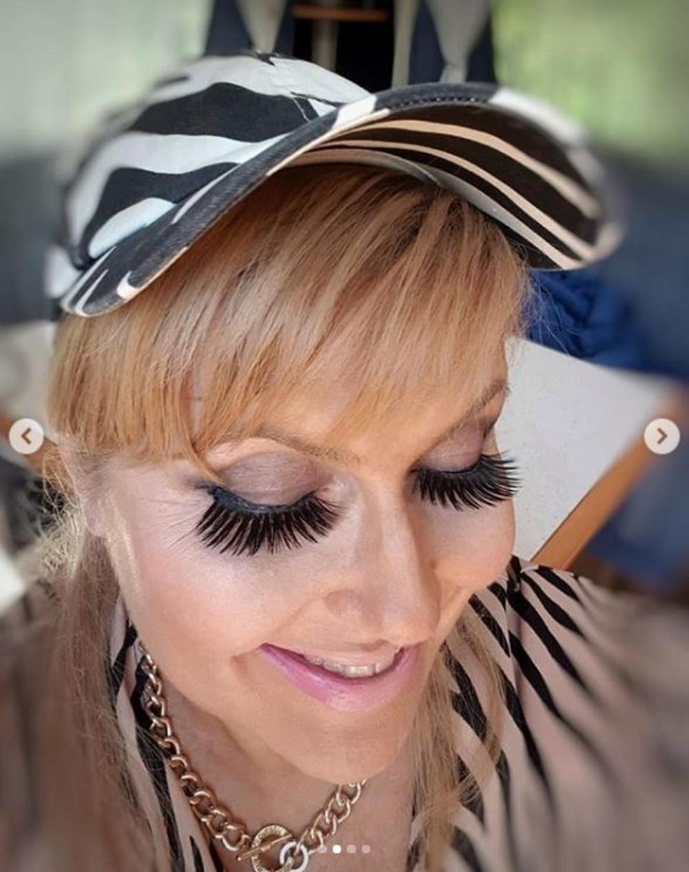 Katarzyna Skrzynecka pokazała się w kiczowatym makijażu.