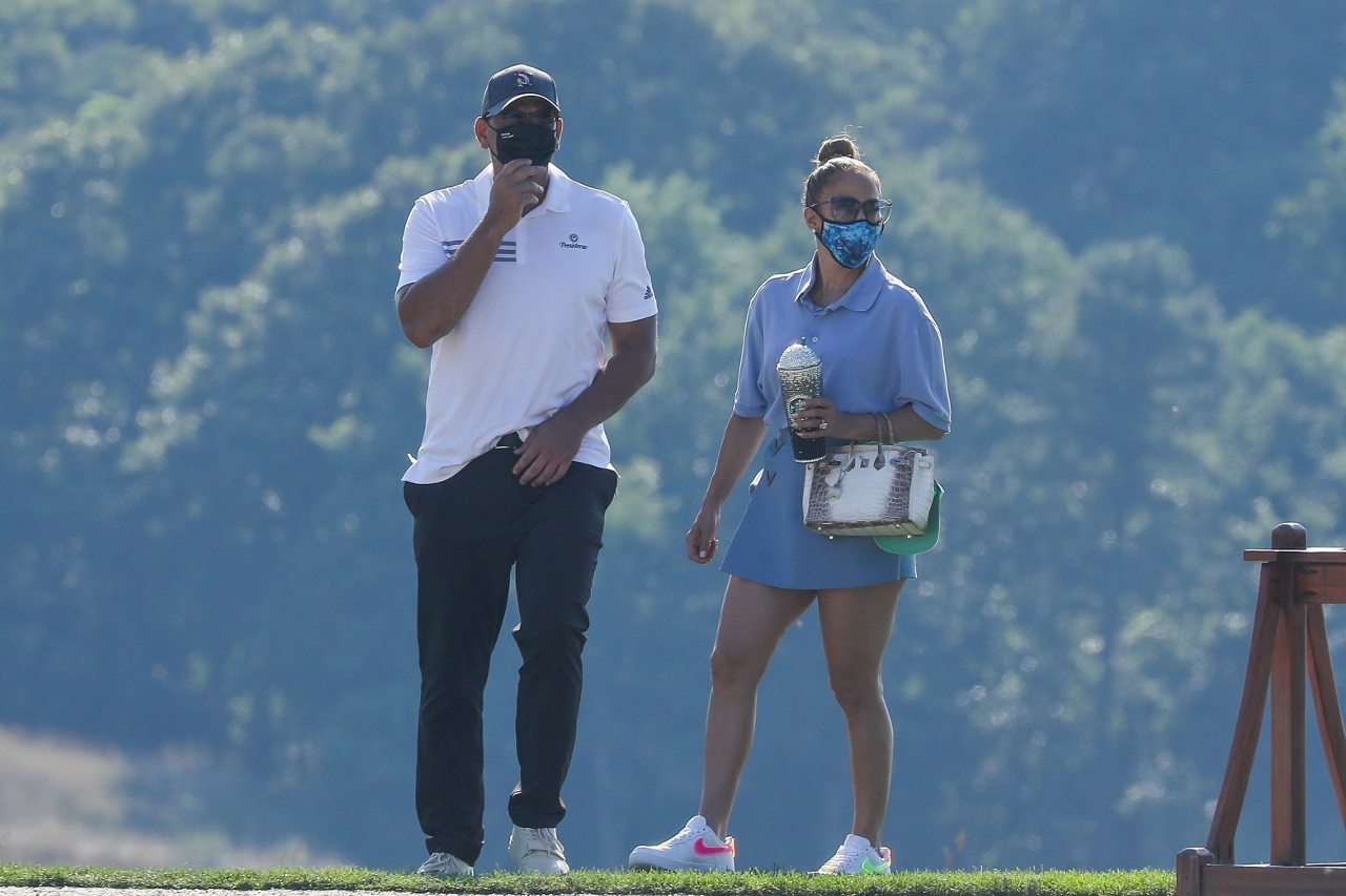 Jennifer Lopez i Alex Rodriguez na polu golfowym.