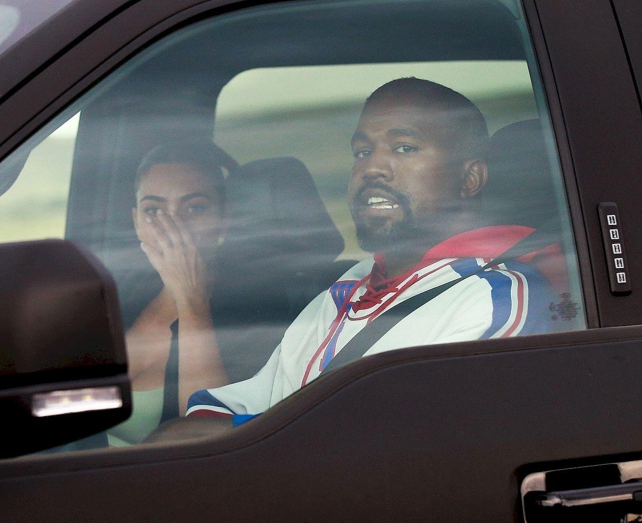 Kim Kardashian płacze podczas rozmowy z Kanye Westem