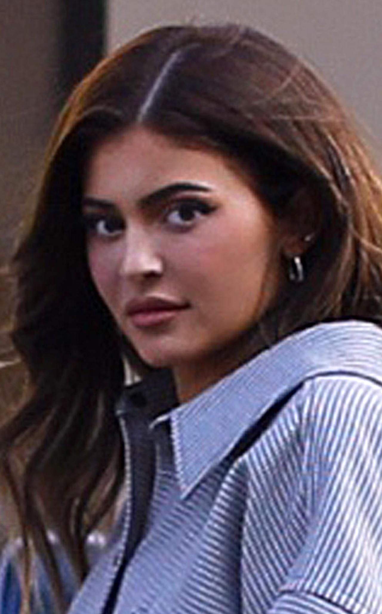 Kylie Jenner zakrywa swoją sylwetkę?