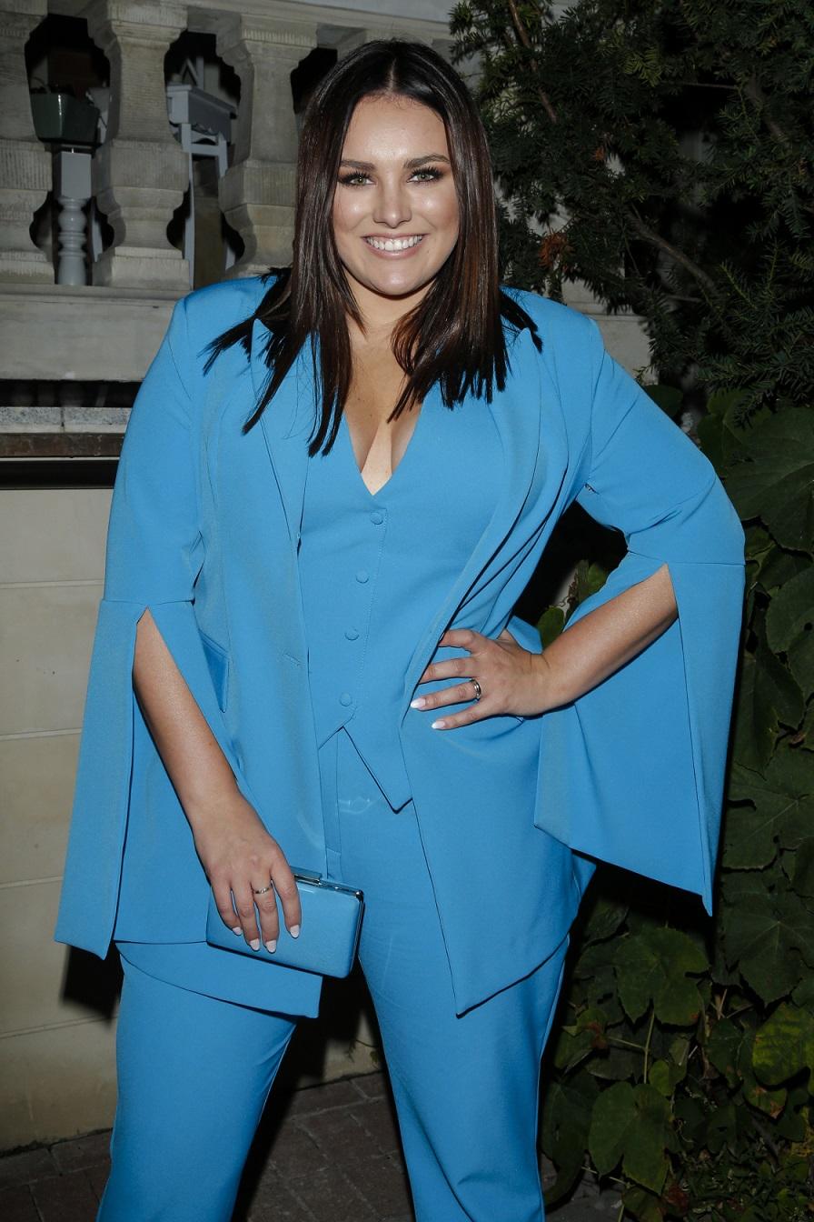 Ewa Farna w niebieskim garniturze