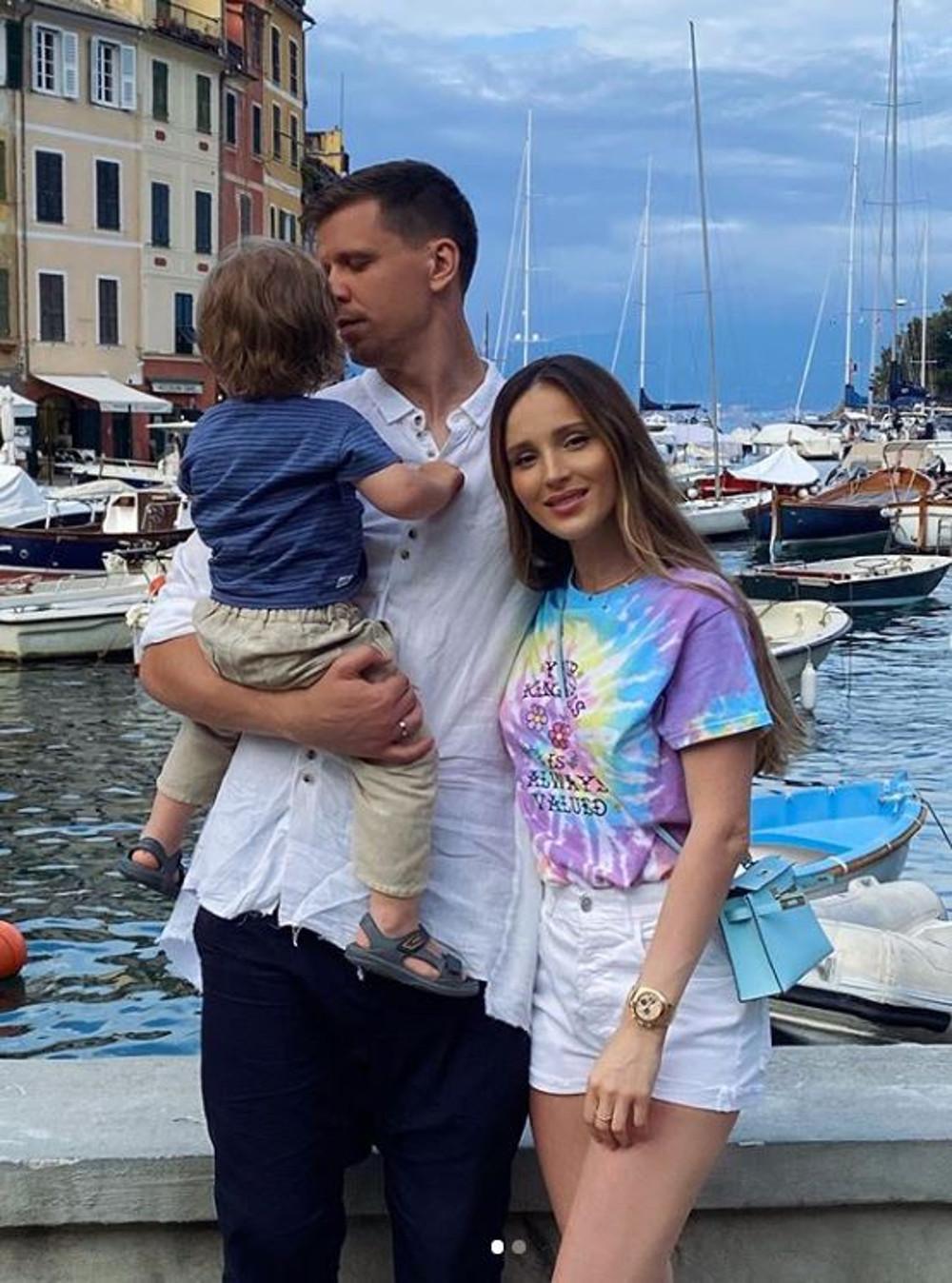 Marina Łuczenko-Szczęsna z mężem i synkiem na wakacjach.