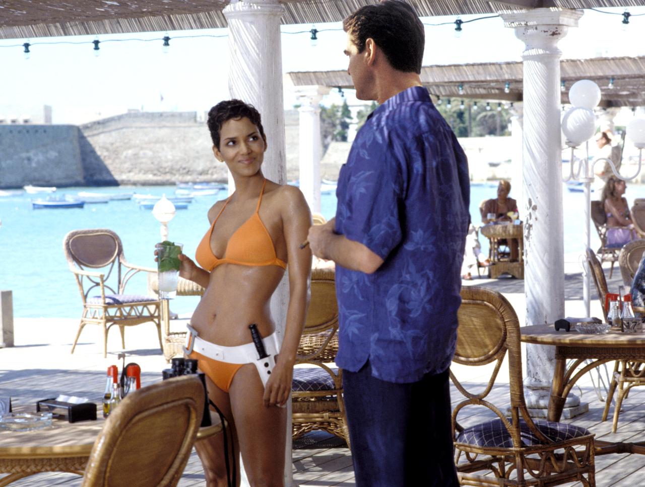 Halle Berry jako dziewczyna Bonda.
