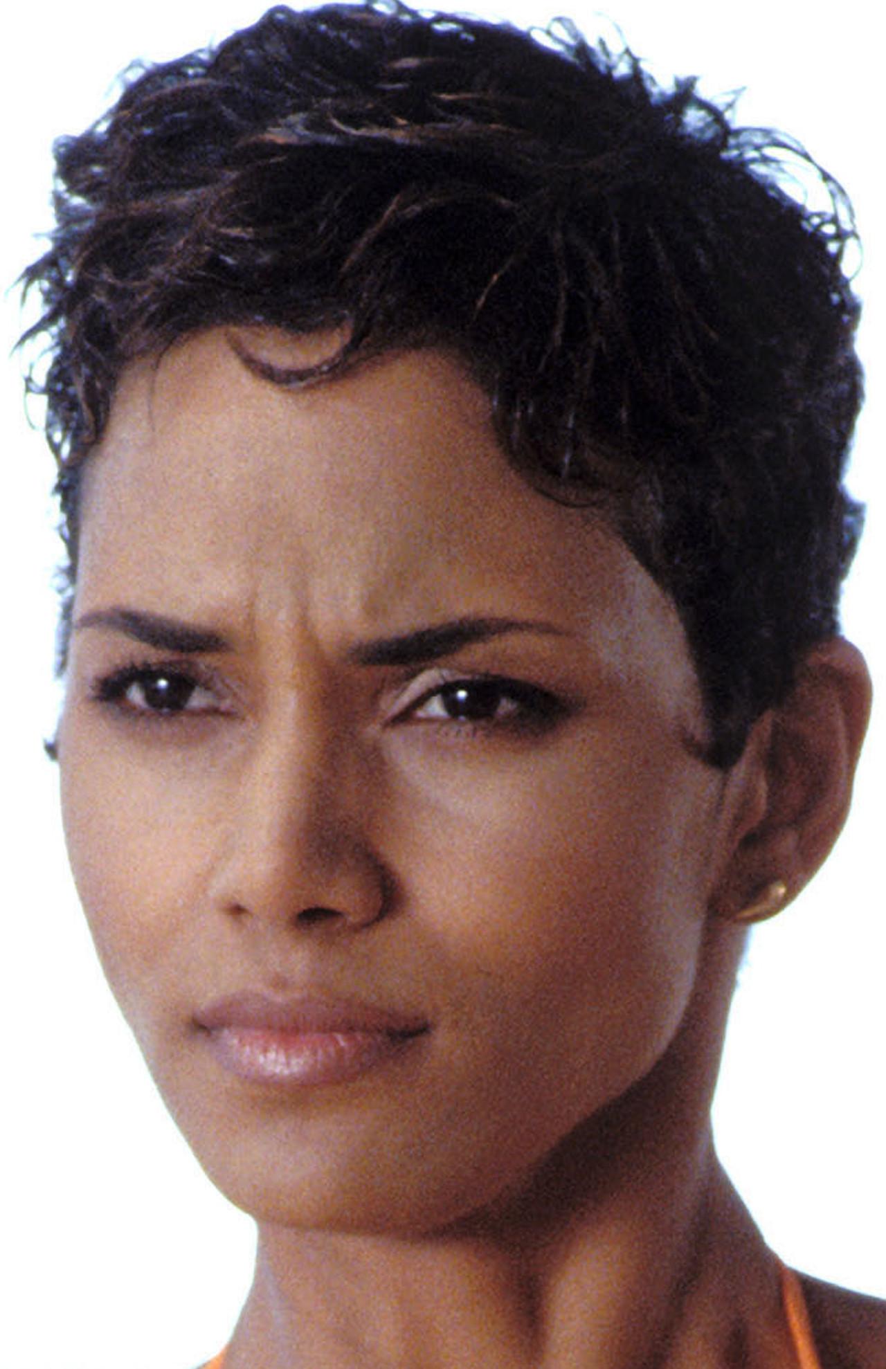 Halle Berry w wieku 35 lat - wystąpiła jako dziewczyna Bonda.