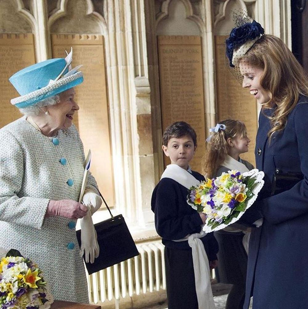 Księżniczka Beatrice z Królową Elżbietą.