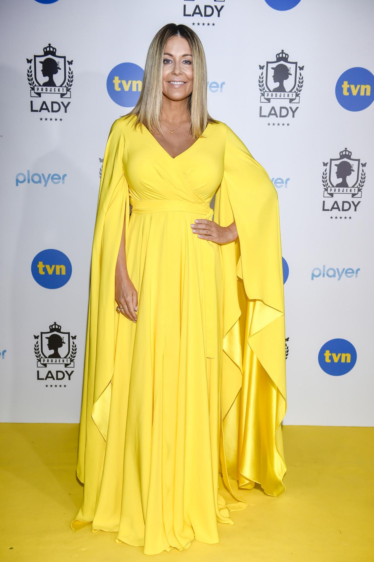 Małgorzata Rozenek w żółtej sukience.