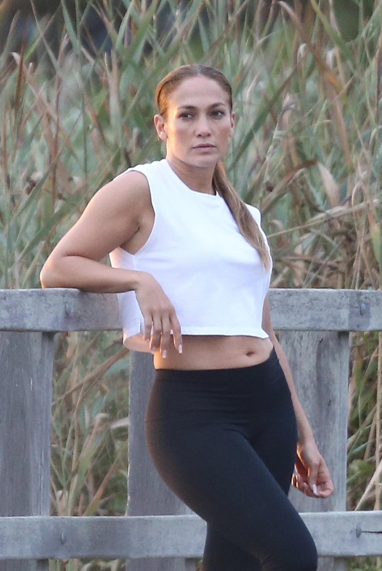Jennifer Lopez w krótkim topie