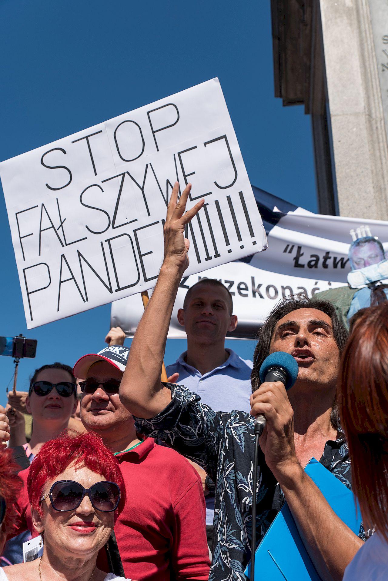 Protest Zakonczyć Pandemię - Ivan Komarenko