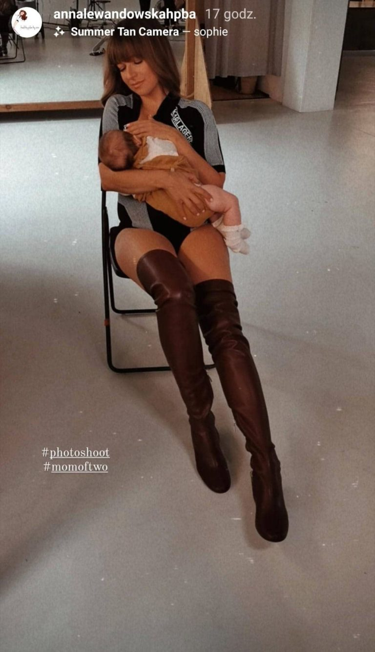 Anna Lewandowska karmi piersią