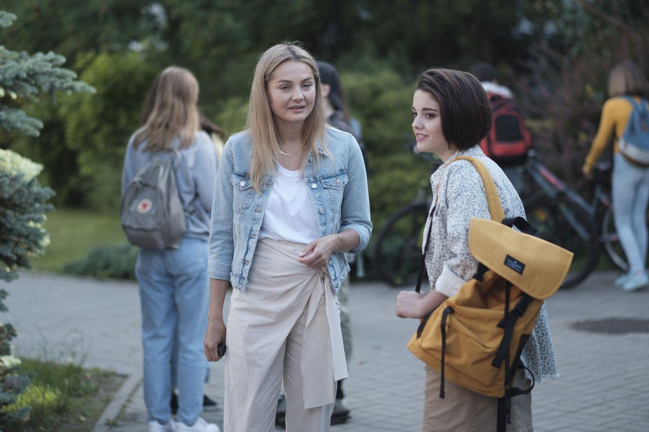 """Małgorzata Socha, Alicja Wieniawa-Narkiewicz na planie """"Przyjaciółek"""""""