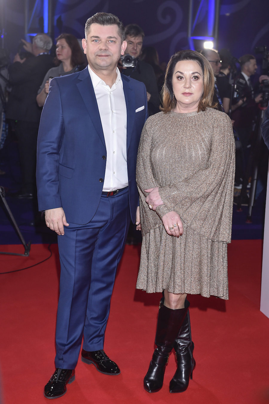 Zenon Martyniuk z żoną Danutą na czerwonym dywanie.