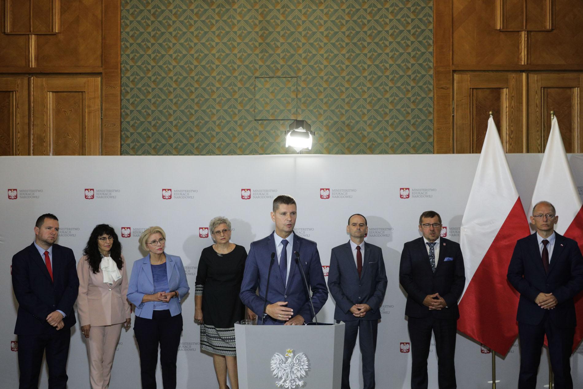 Konferencja prasowa ministra edukacji narodowej, fot. Andrzej Hulimka / Forum
