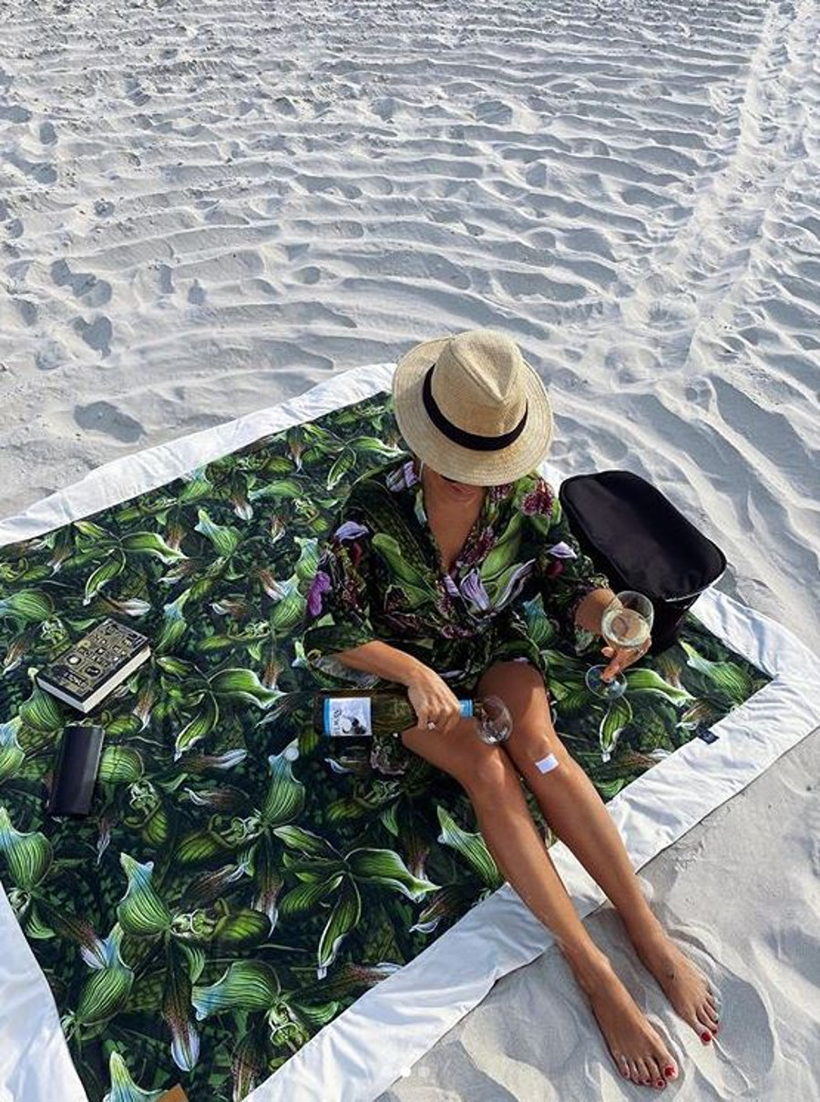 Anna Mucha na plaży w Polsce.