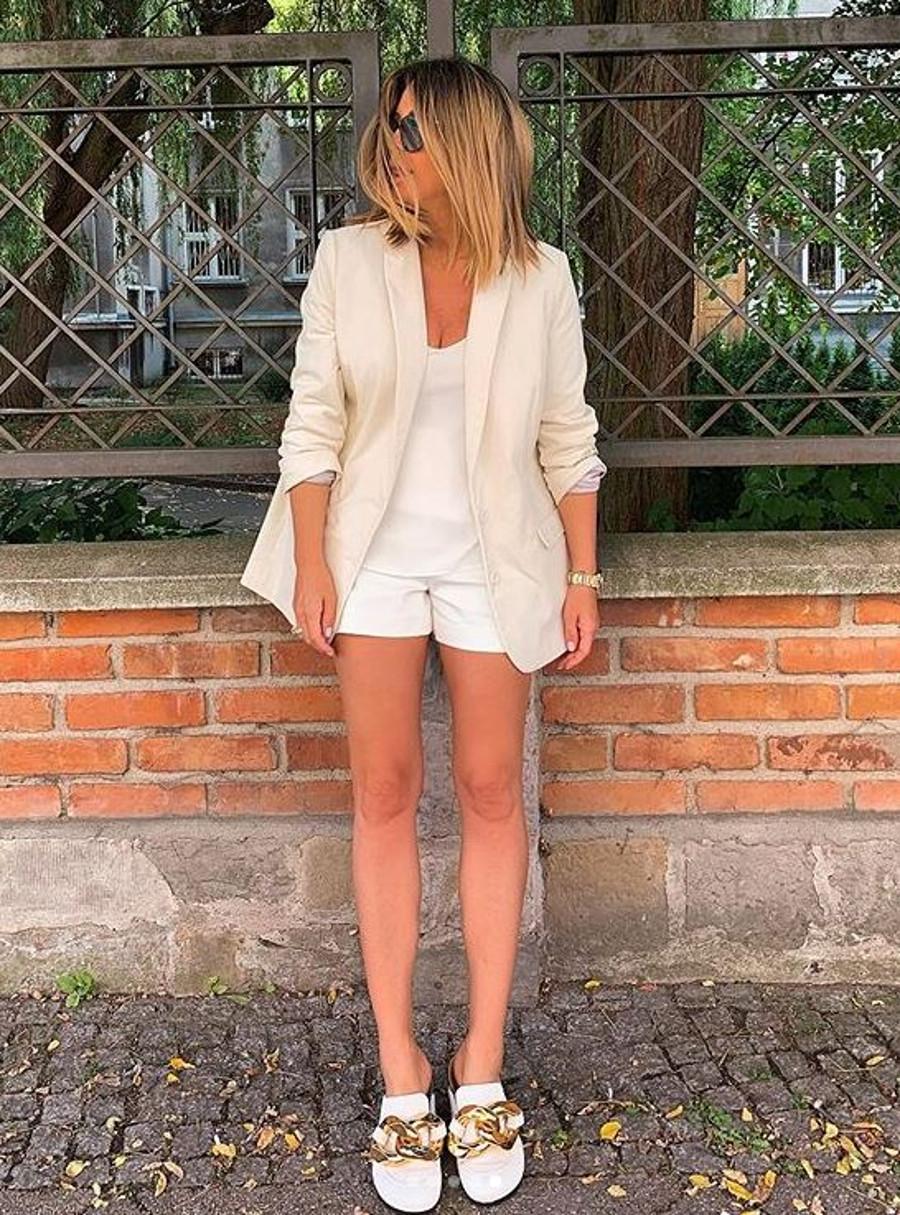 Małgorzata Rozenek pokazała szczupłe nogi.
