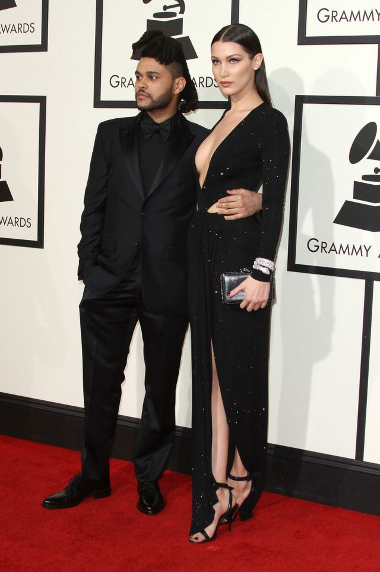 Bella Hadid i The Weeknd na czerwonym dywanie.