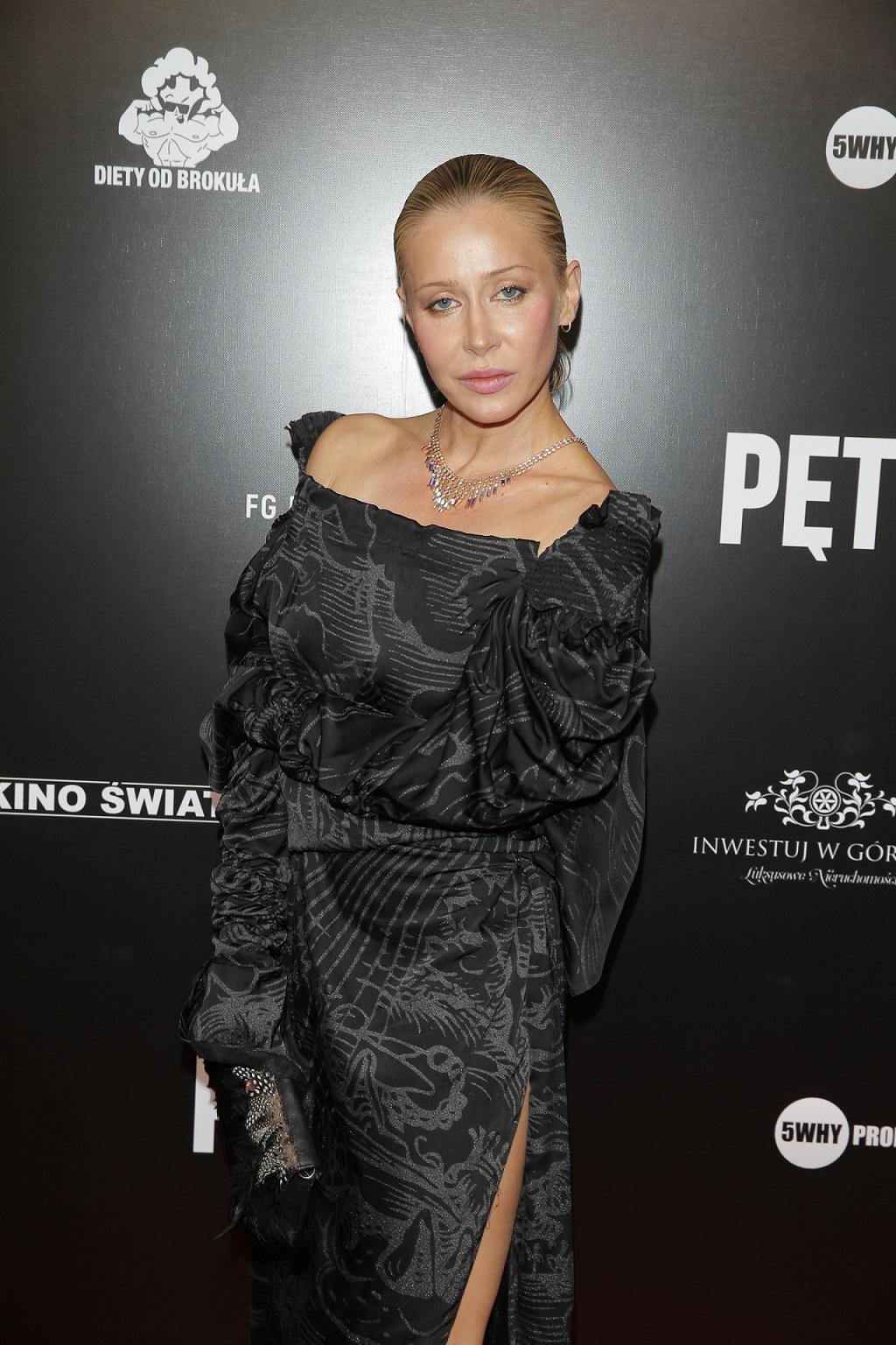 """Elegancka Katarzyna Warnke na premierze filmu """"Pętla""""."""