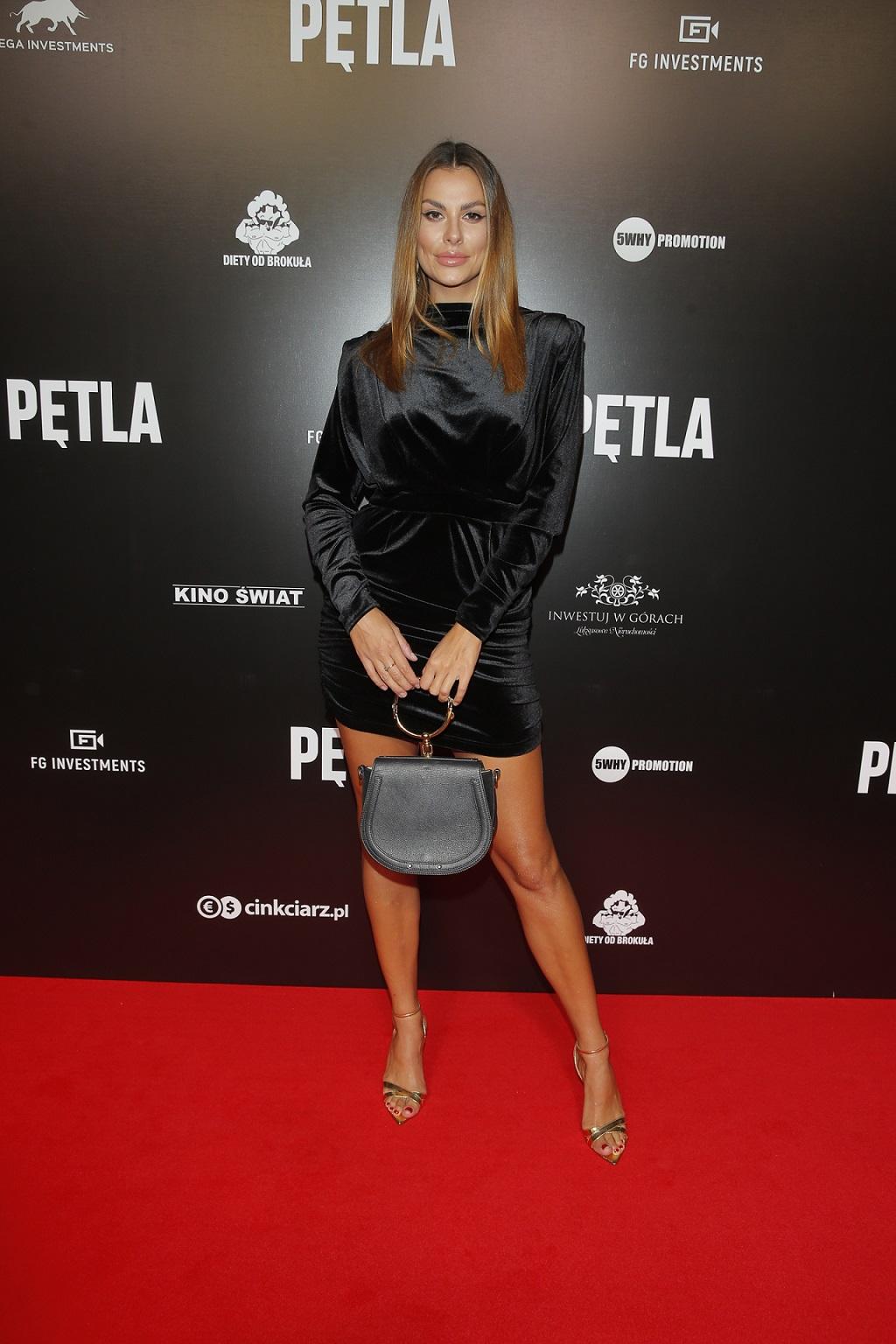 """Była Miss Polonia, Agata Biernat na premierze filmu """"Pętla""""."""