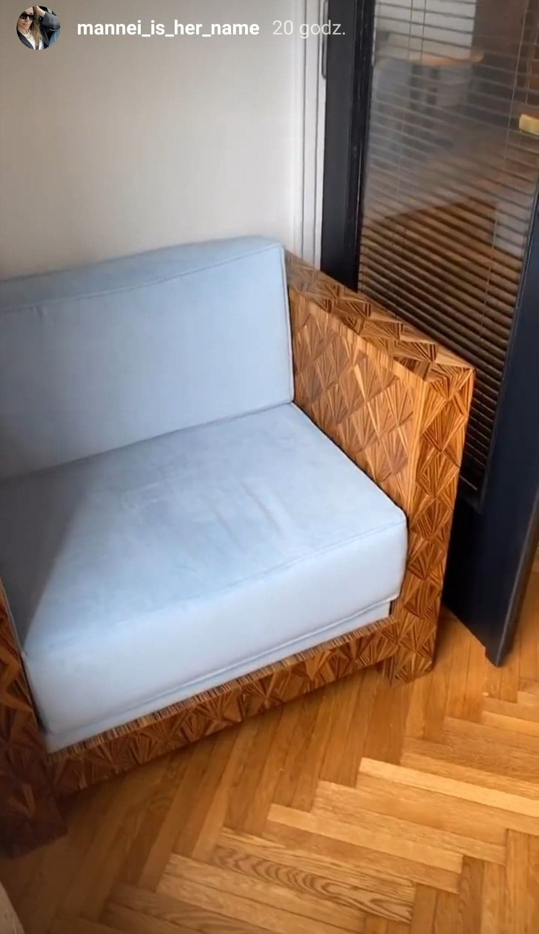 Fotel w biurze Sary Boruc