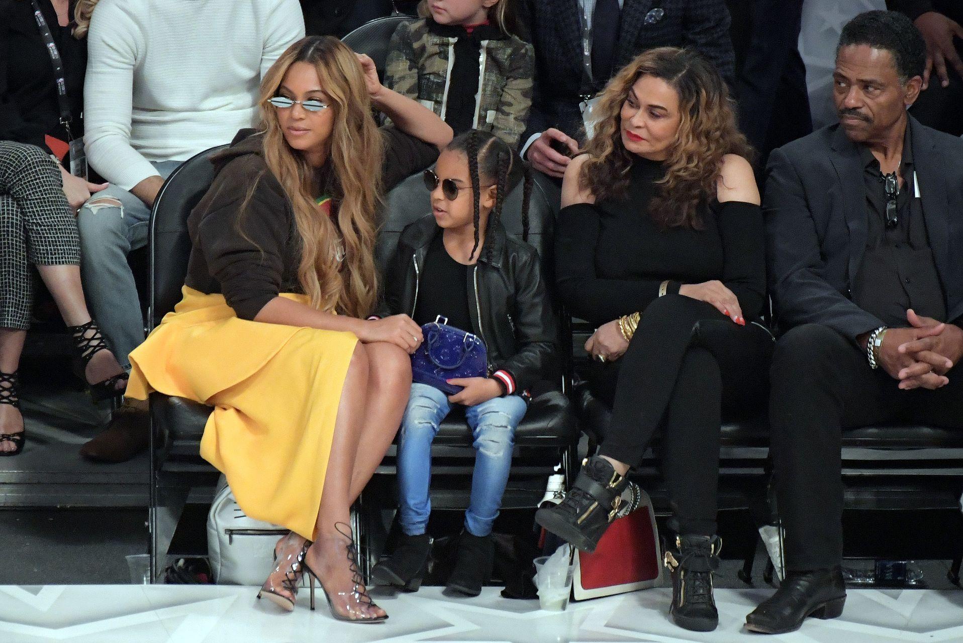 Beyonce z córką na meczu koszykówki.