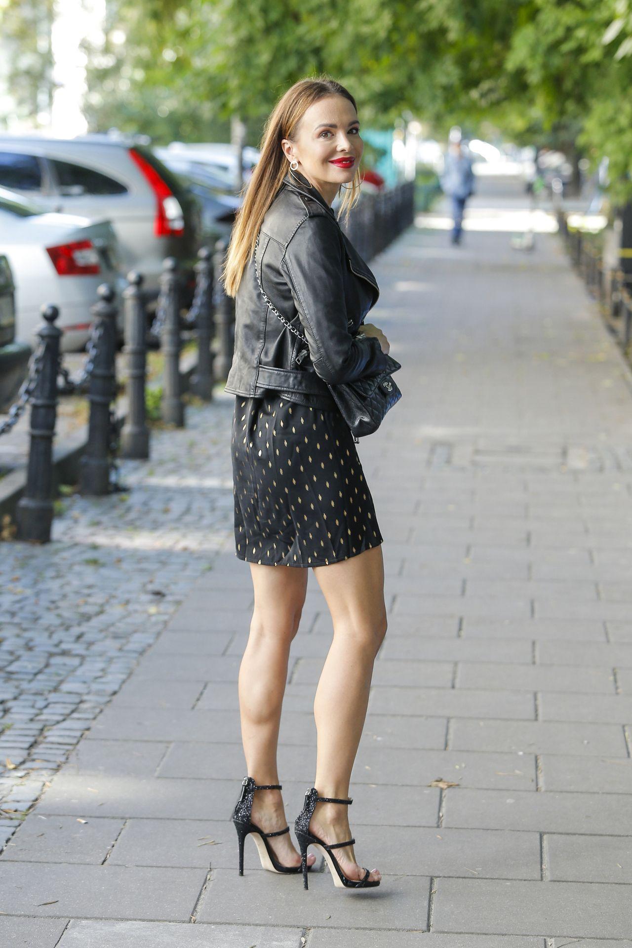 Anna Wendzikowska w butach na szpilce