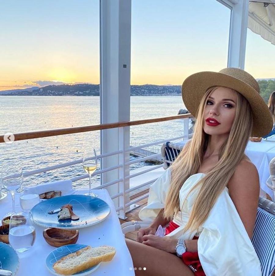 Elegancka Doda w Cannes.