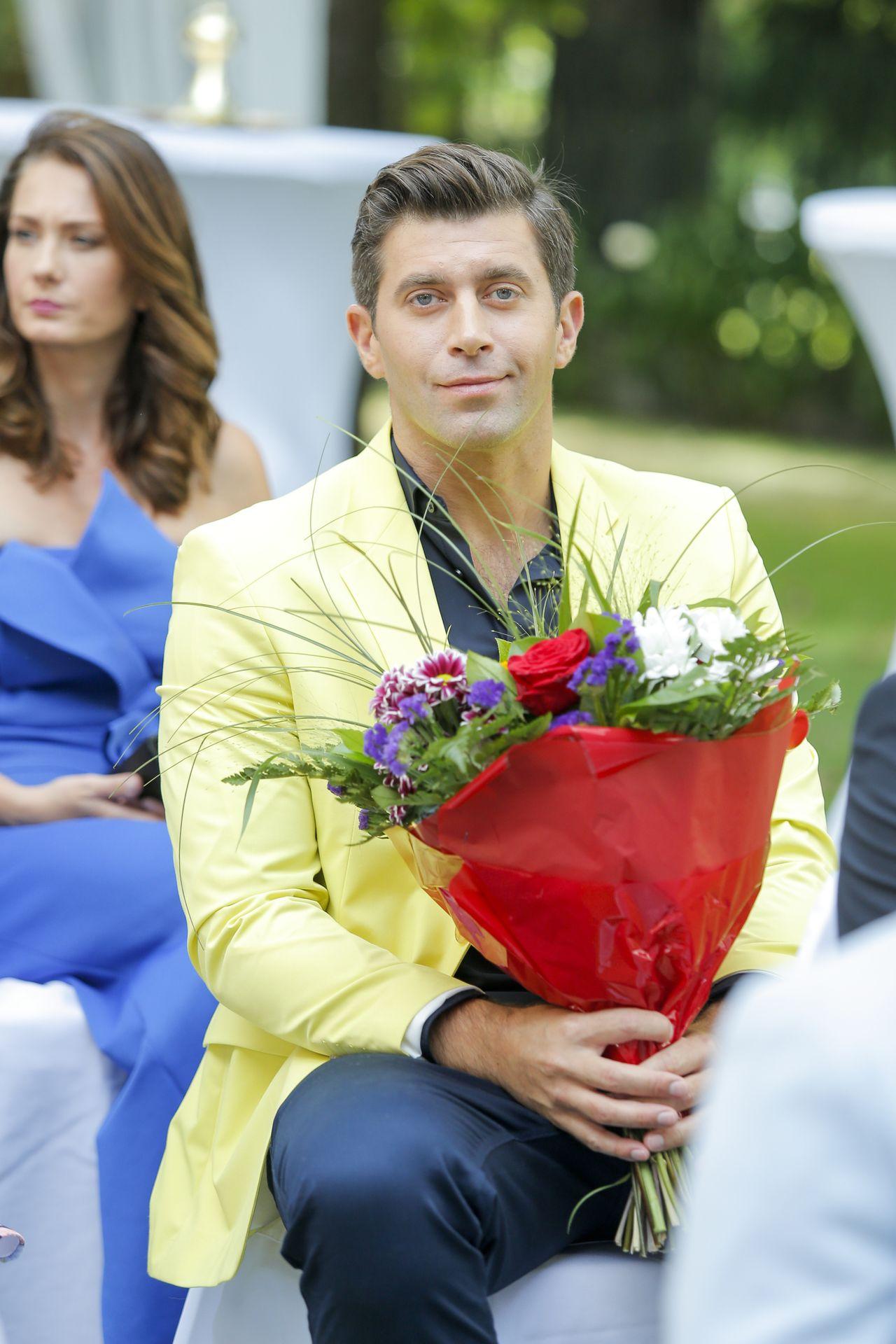 Robert z kwiatami