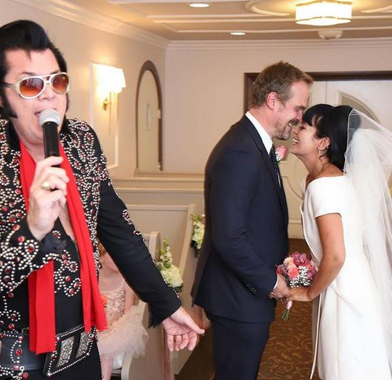 Lily Allen i David Harbour wzięli ślub w Las Vegas - udzielił go mężczyzna przebrany za Elvisa Presleya