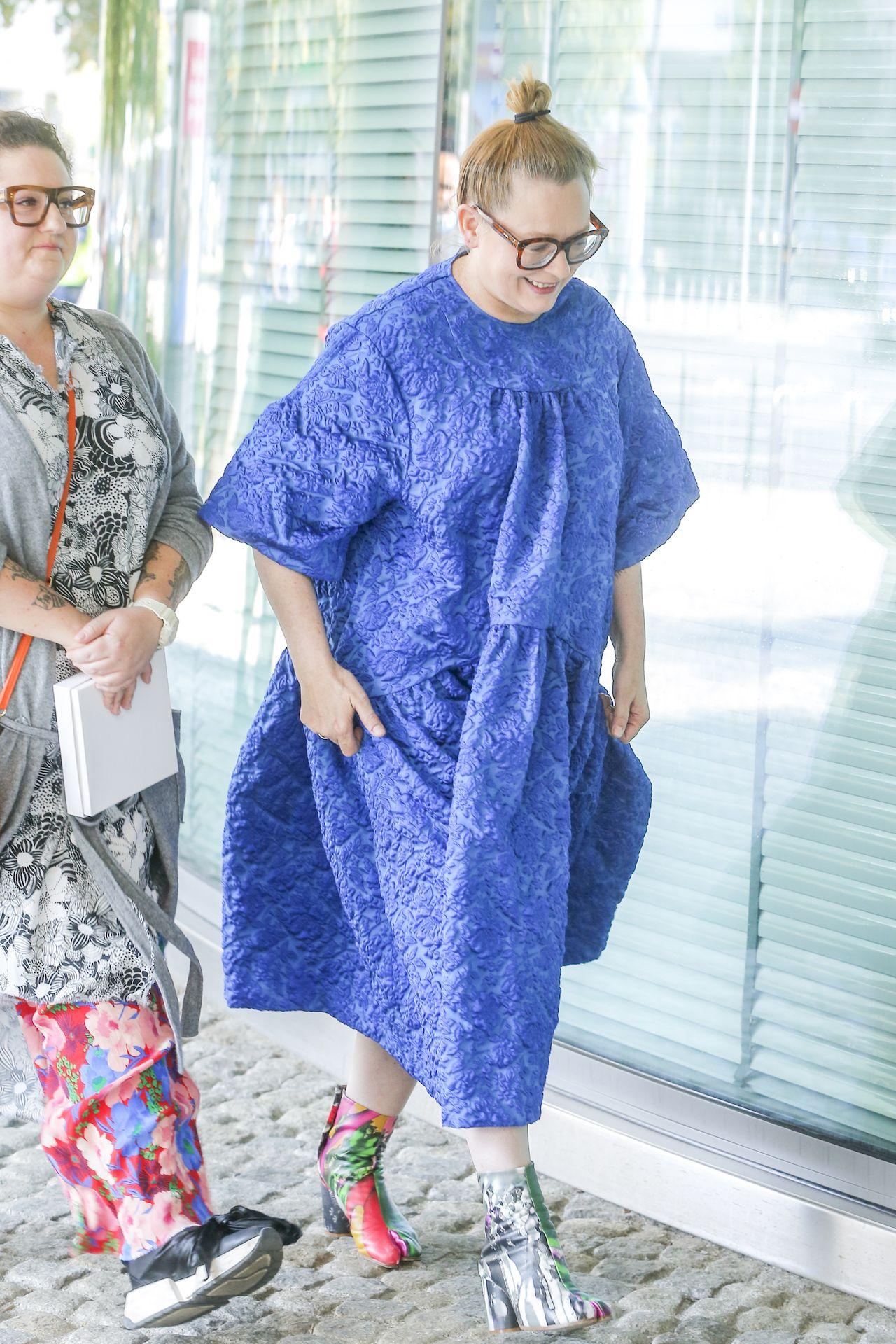 Katarzyna Nosowska w kobaltowej sukience
