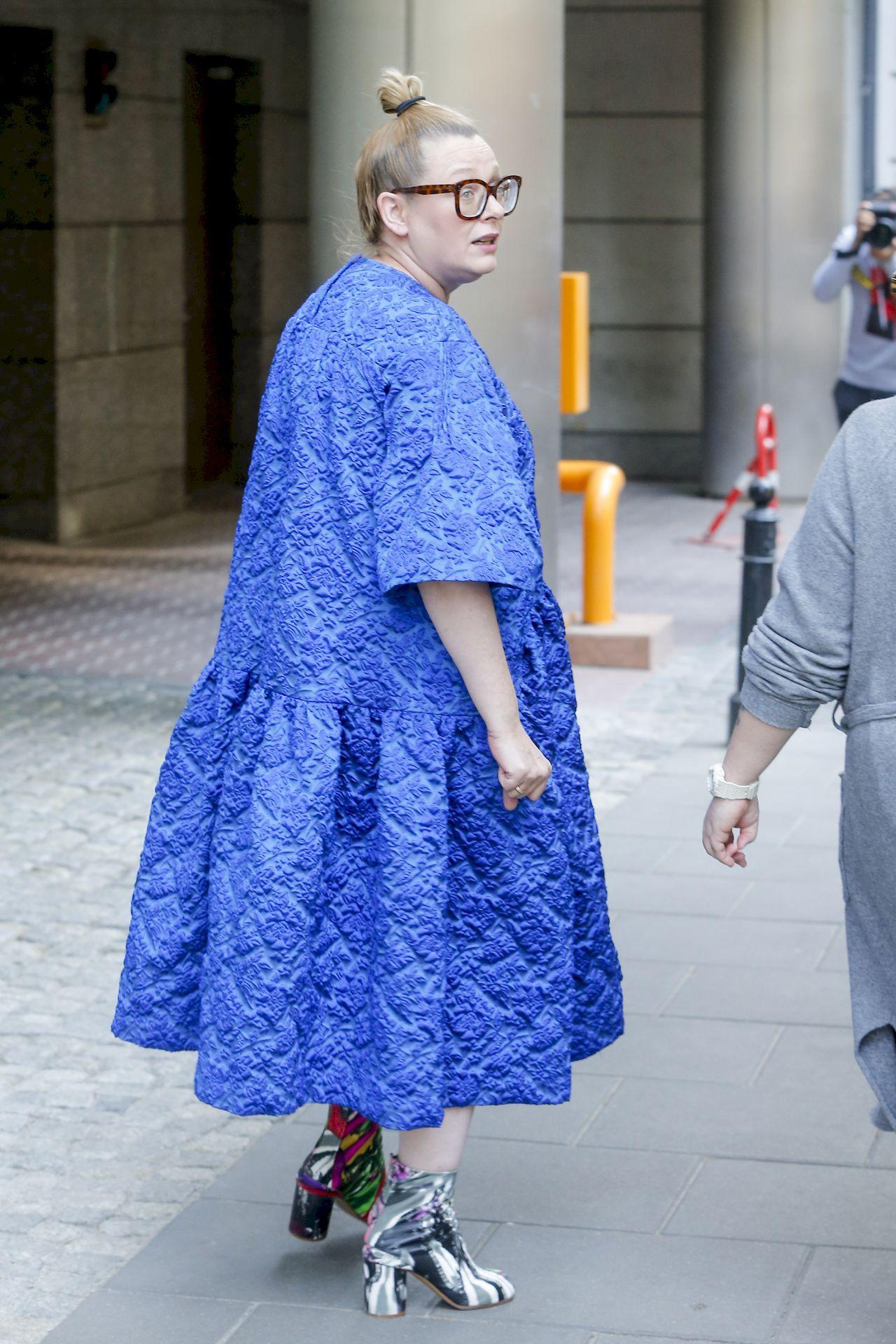 Katarzyna Nosowska w sukience i botkach