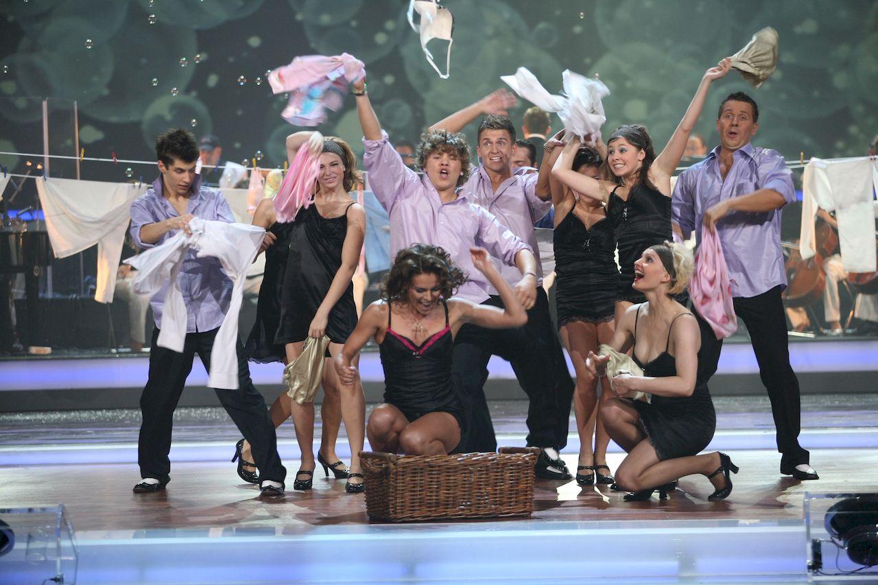 Warszawa, 29.09.2007 transmisja programu TVP 1 przebojowa noc , tym razem spiewano hity muzyki wloskiej, na zdjeciu : Natasza Urbanska