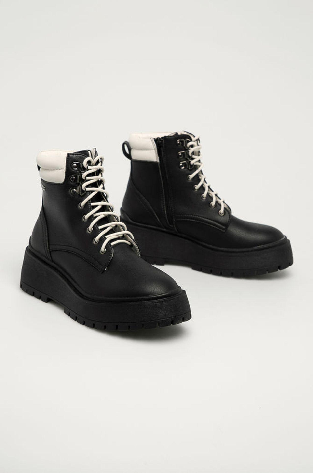 Czarne botki z białymi wstawkami