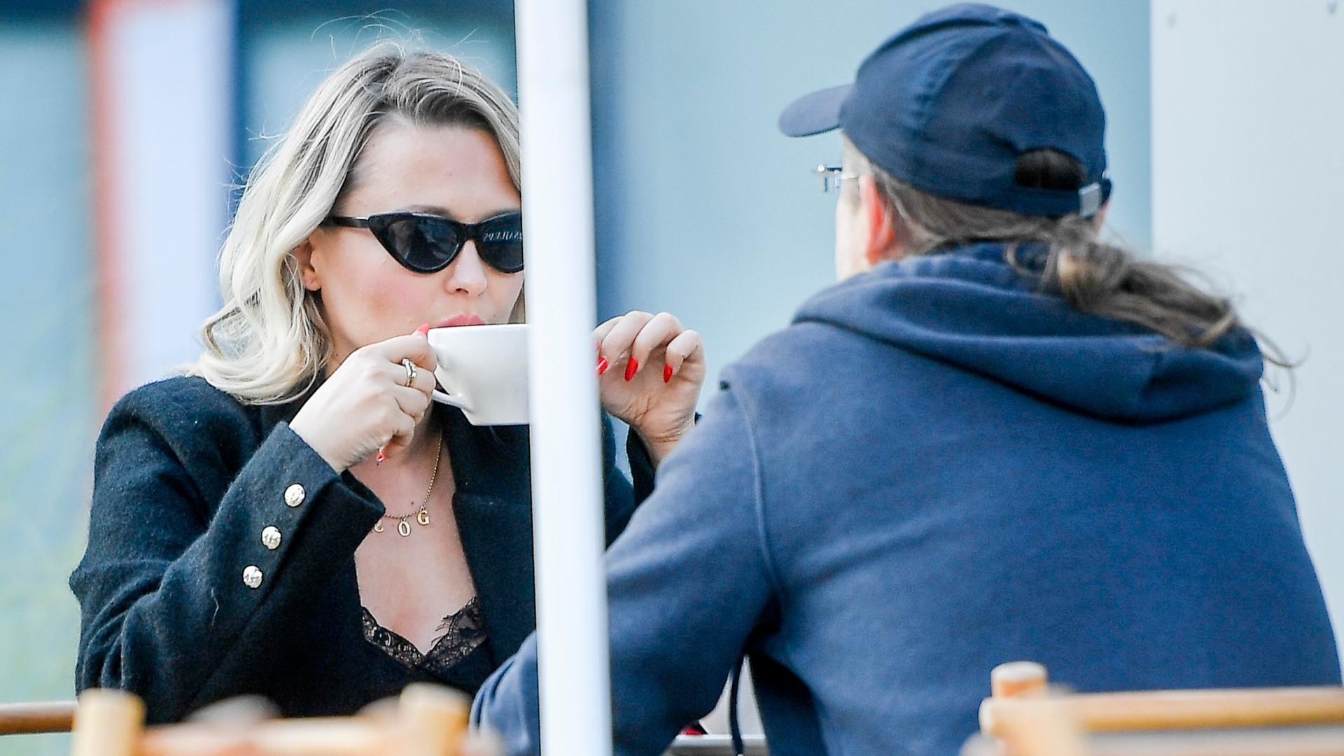 Gosia Andrzejewicz na kawie z partnerem. Czym zajmuje się ukochany wokalistki? (ZDJĘCIA)