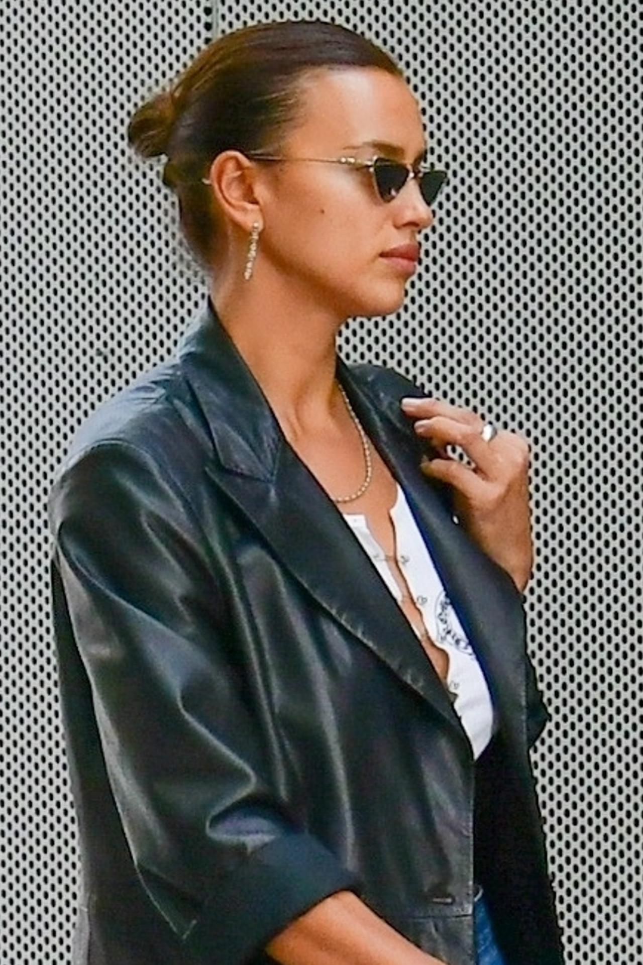 Irina Shayk jak z okładki magazynu.