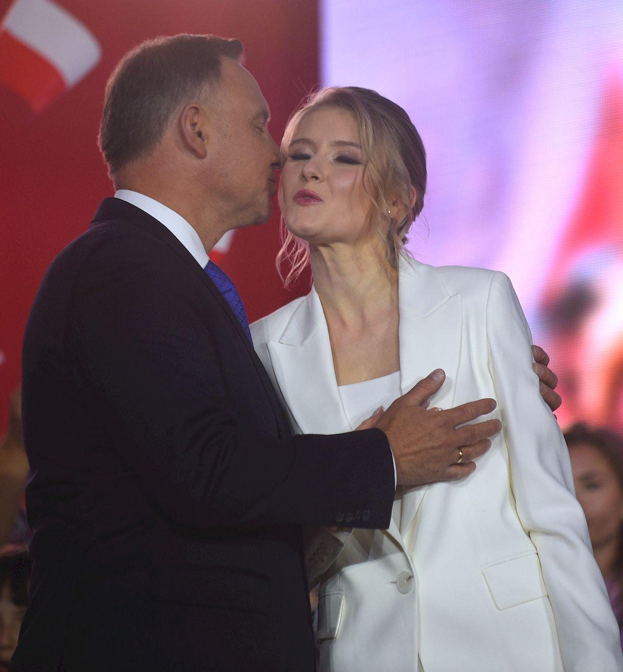 Wieczor wyborczy Andrzeja Dudy - prezydent z córką