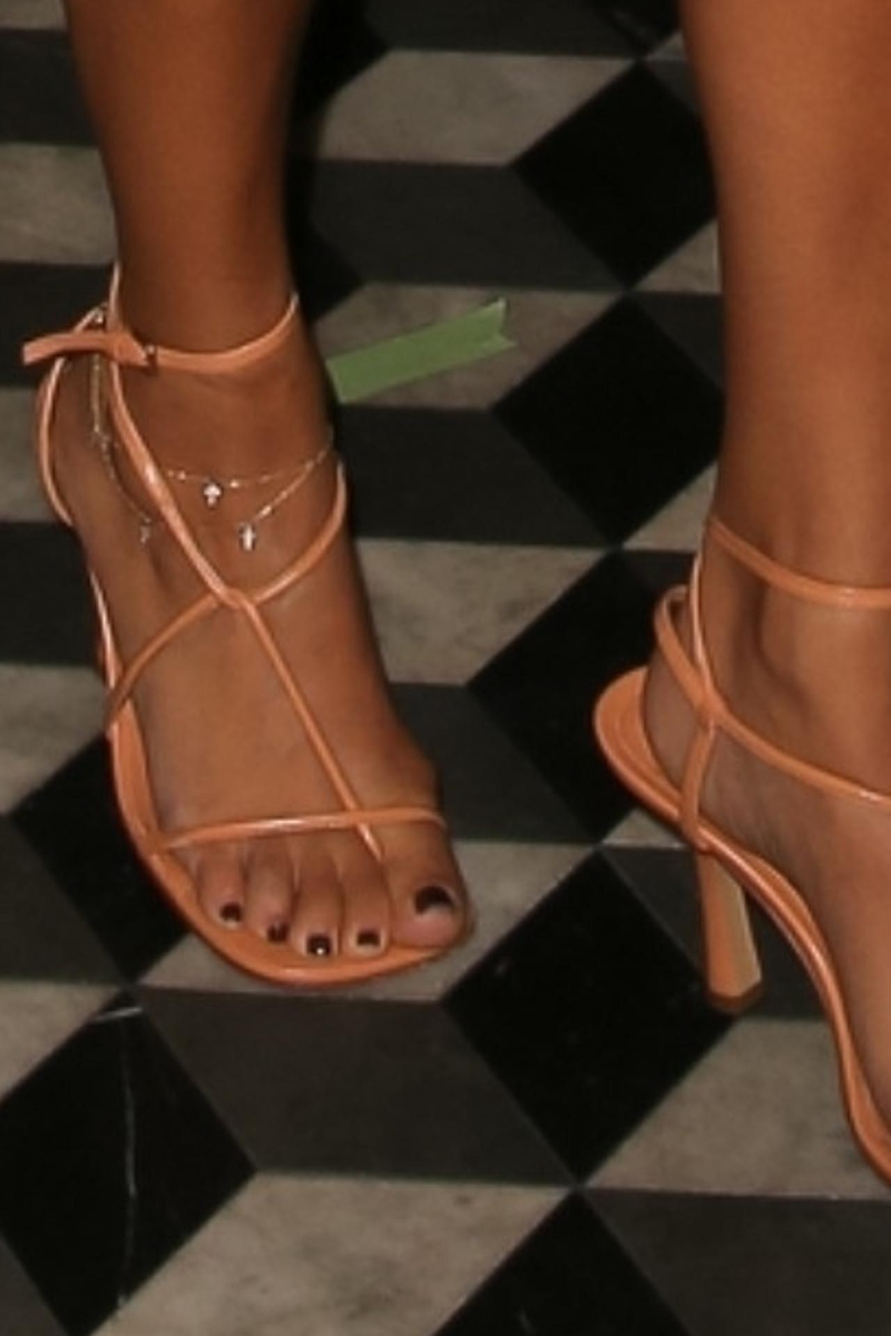Kourtney Kardashian założyła modne szpilki.