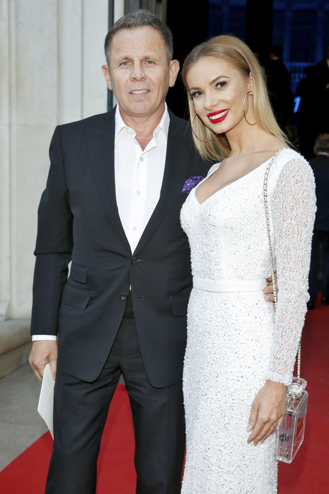 Iza Janachowska w białej sukience u boku męża