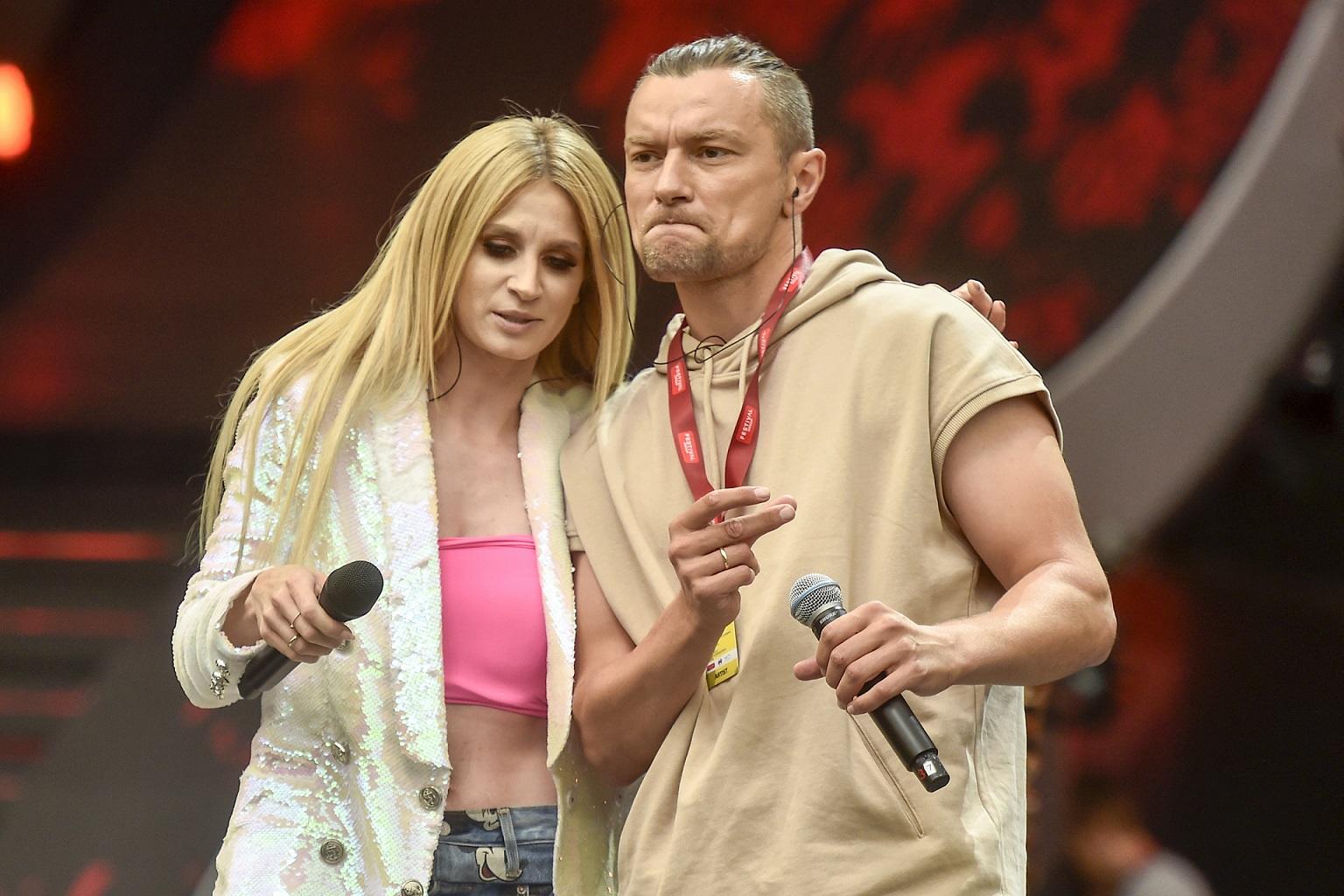 Sylwia Grzeszczak i Liber na scenie.