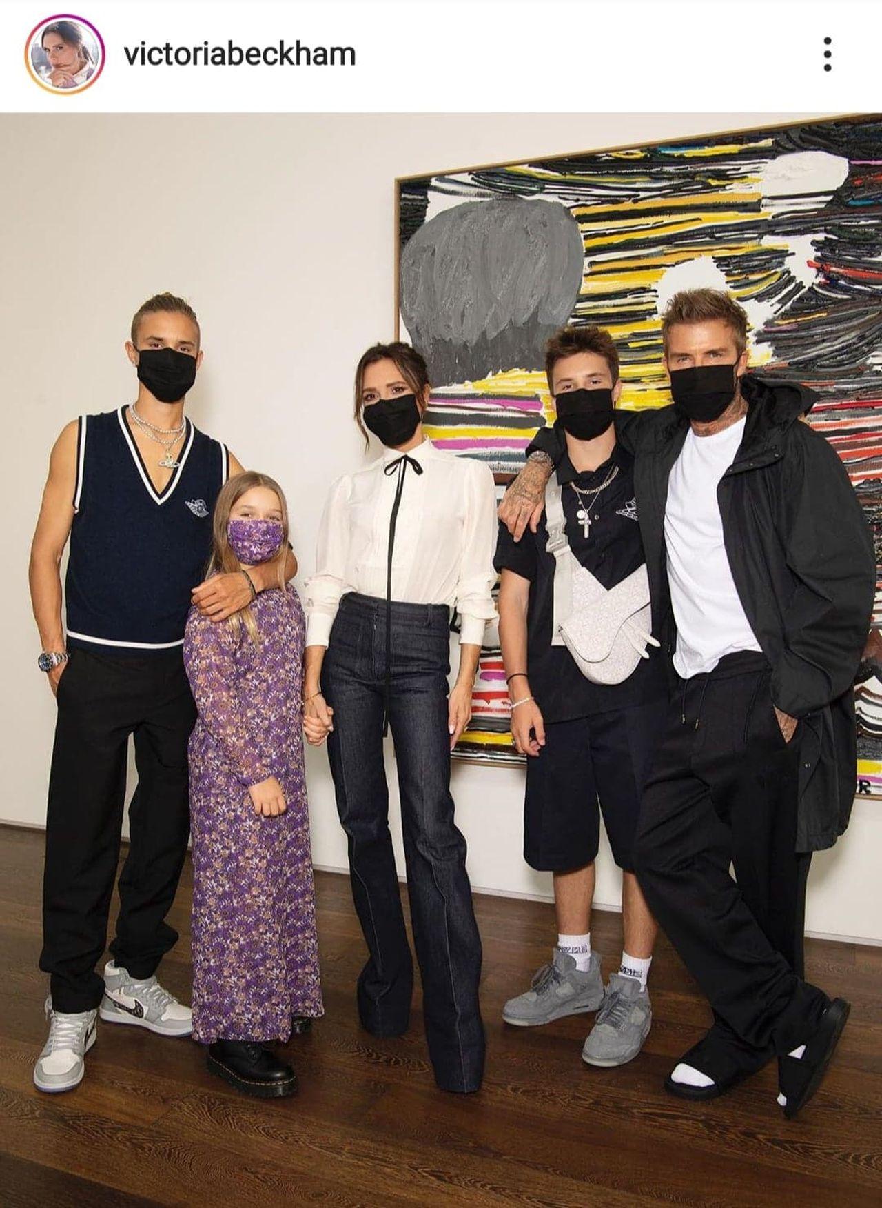 Rodzina Beckhamów w maseczkach