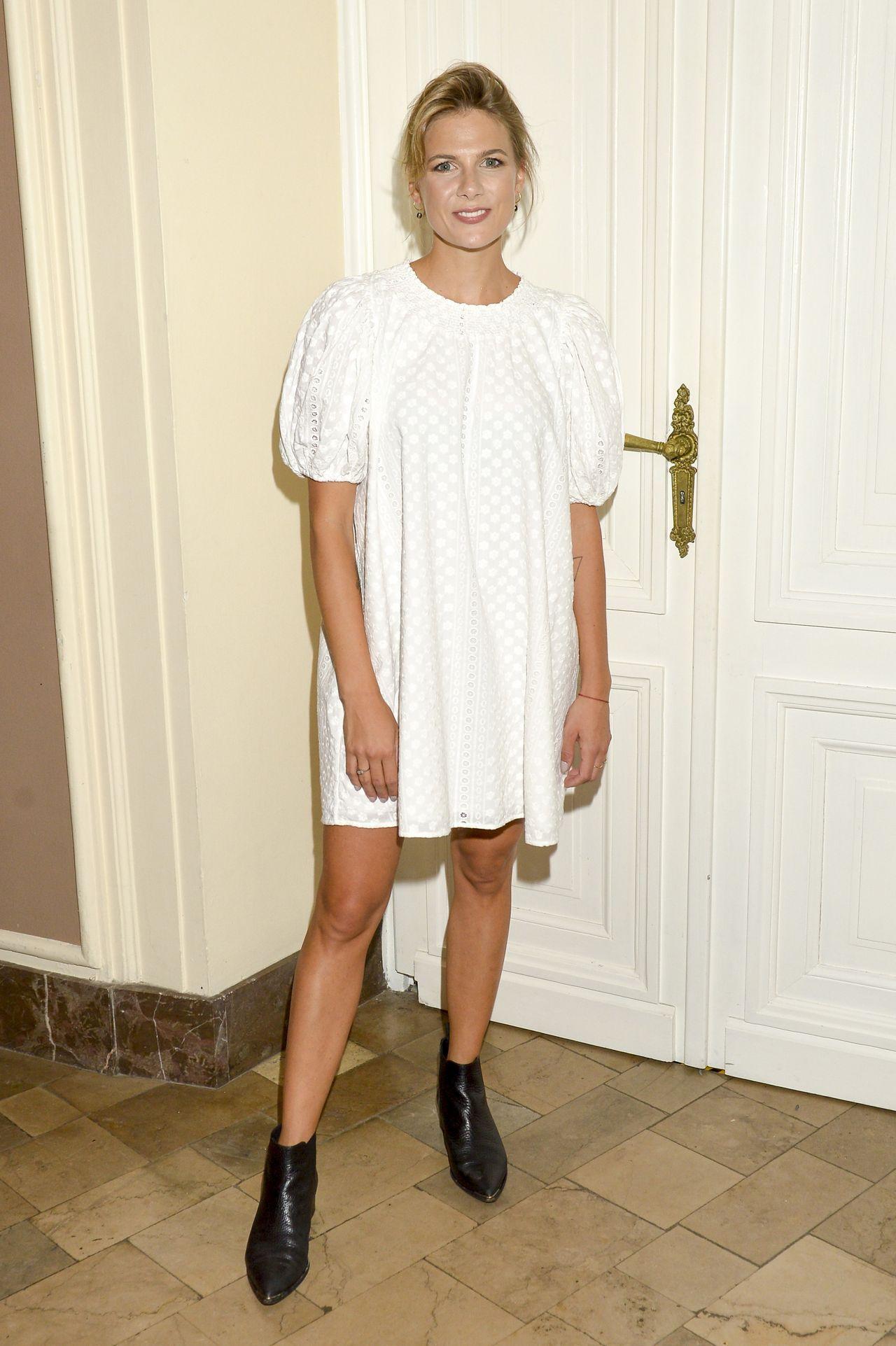 Marta Wierzbicka w białej sukience