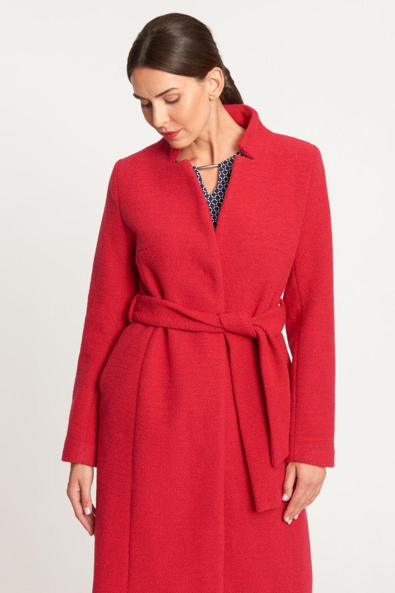 Czerwony płaszcz z wiązaniem