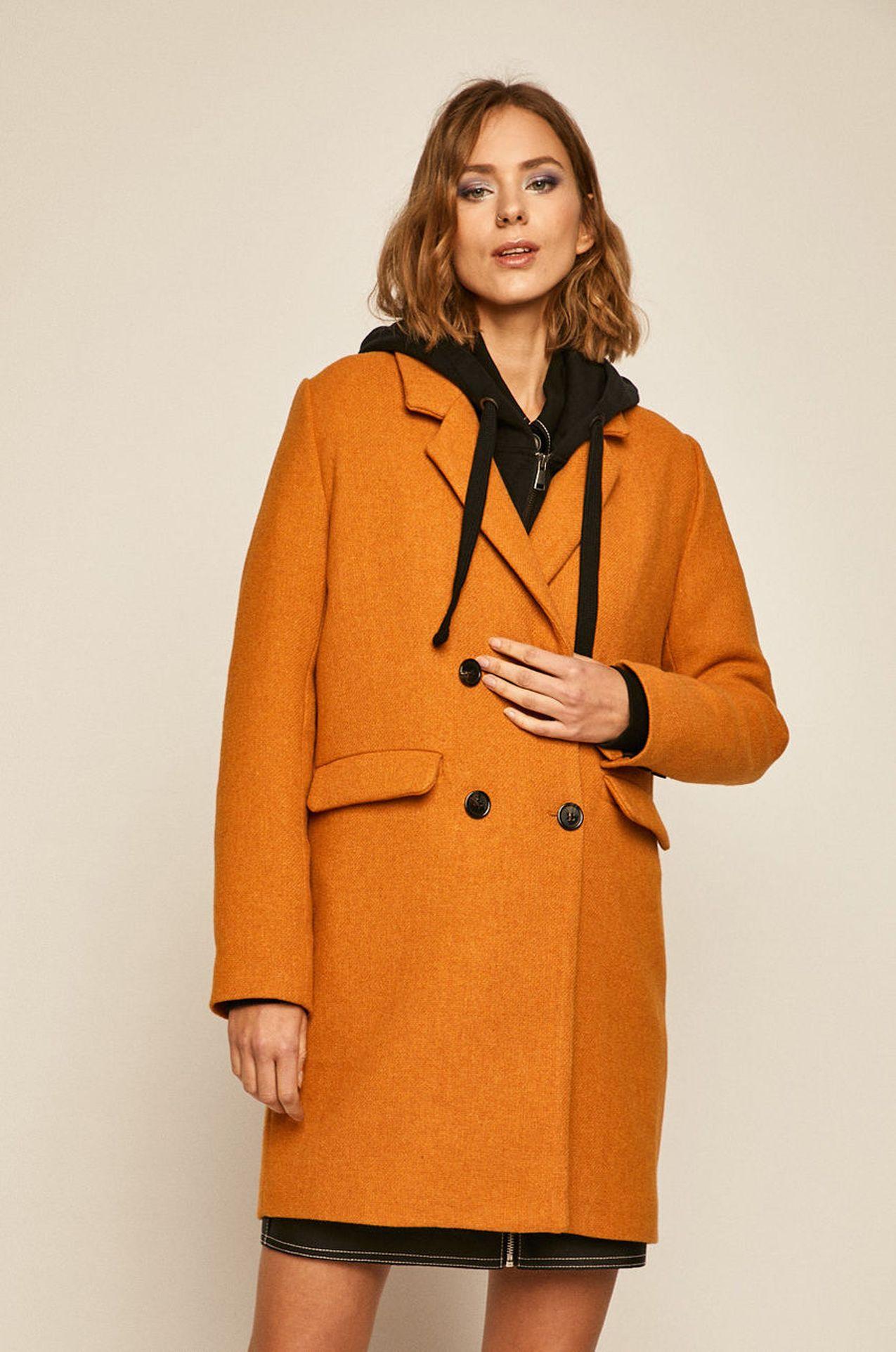Pomarańczowy płaszcz na guziki