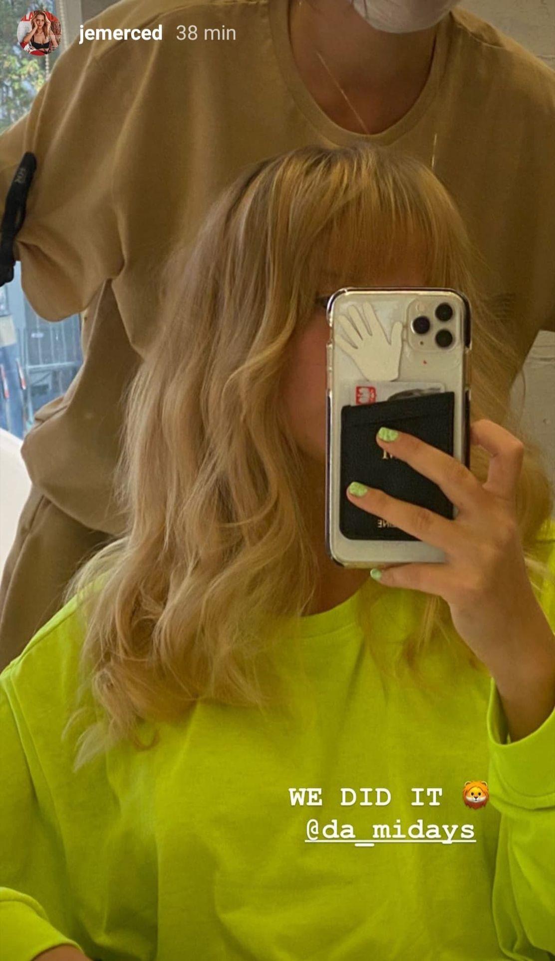 Jessica Mercedes w salonie fryzjerskim