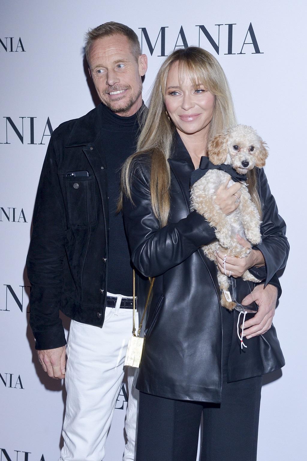 Joanna Przetakiewicz i Rinke Rooyens z psem na imprezie branżowej.