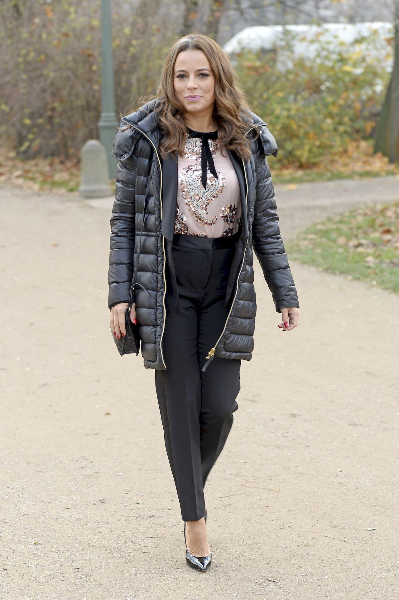 Anna Mucha w puchowej kurtce